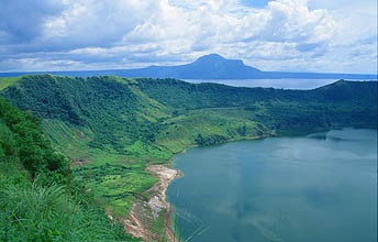 mnl_taal_volcano_volcanic_island_with_crater_lake2